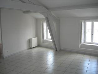 Annonce location Appartement avec parking saint-bonnet-le-château