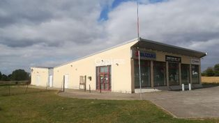 Annonce vente Local commercial avec parking chambry