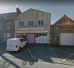 Annonce location Local commercial avec parking landivisiau